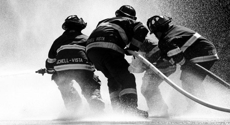 bombeiros trabalhando